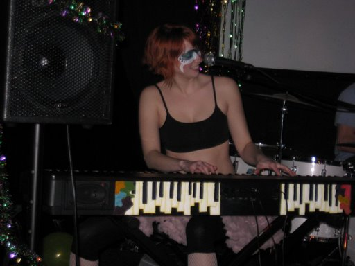 Stunning keyboard player of Gunwife Gone